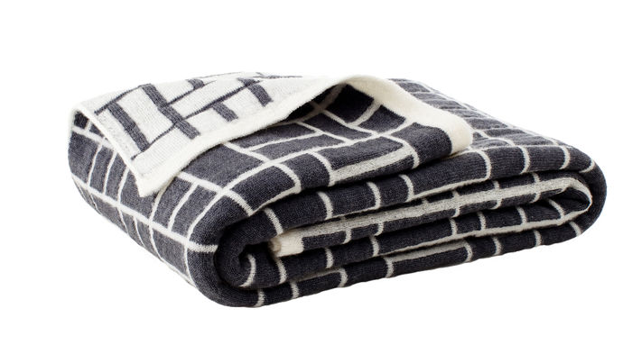 Tori Throw, Large grey/white